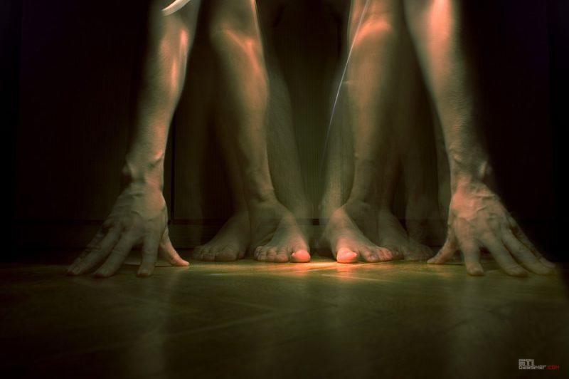 Абстракция на Крака, абстрактна и минималистична фотография, експеримент с двойна експозиция Светослав Иванов