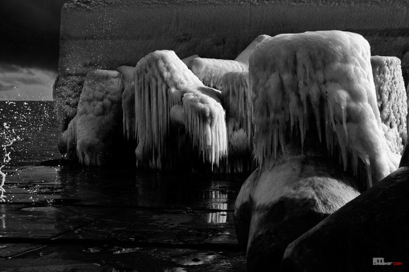 Тетраподи обвити в лед фотография на Светослав Иванов  в курорта свети Константин и Елена