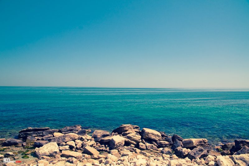 Светослав Иванов цветна фотография на камъните на плаж Фичоза
