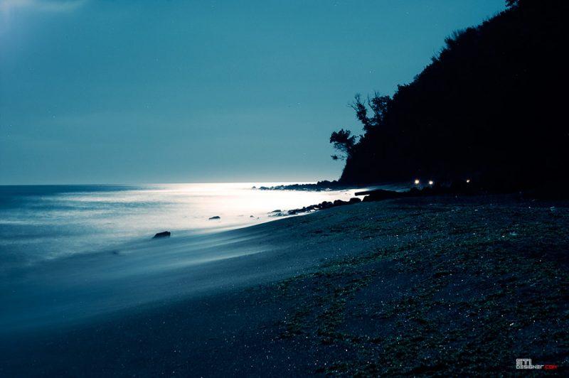Плажът на галата нощна снимка на Светослав Иванов