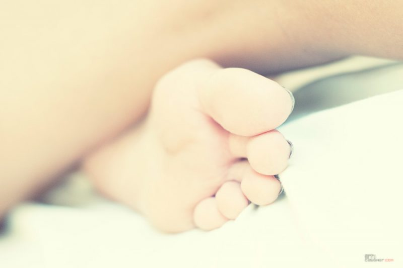 Формите на момичето фотография от Светослва Иванов на голо тяло