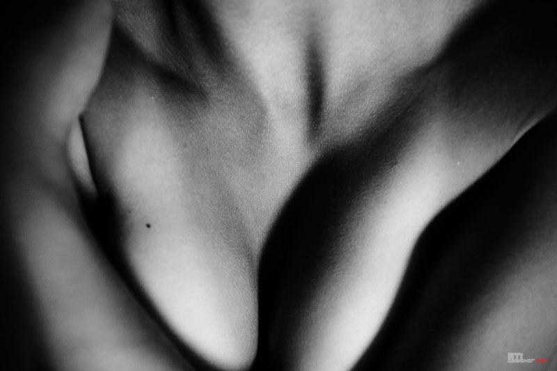 Светлини и сенки III във формите на голото женско тяло - еротична фотография на Светослва Иванов