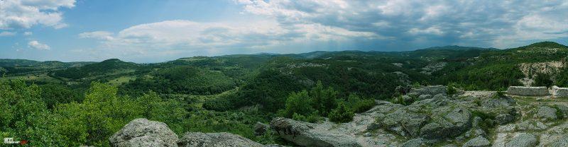 Цветна панорамна пейзажна снимка село Татул