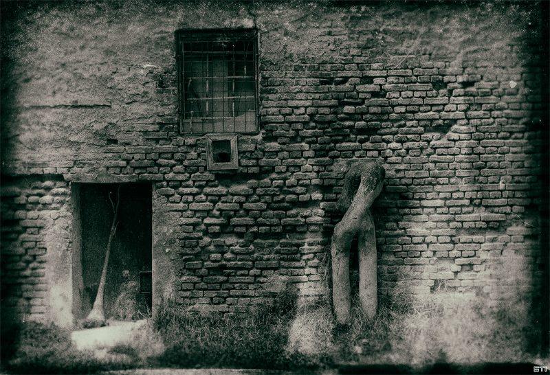 Улична фотография във Варна монохромен филмов ефект