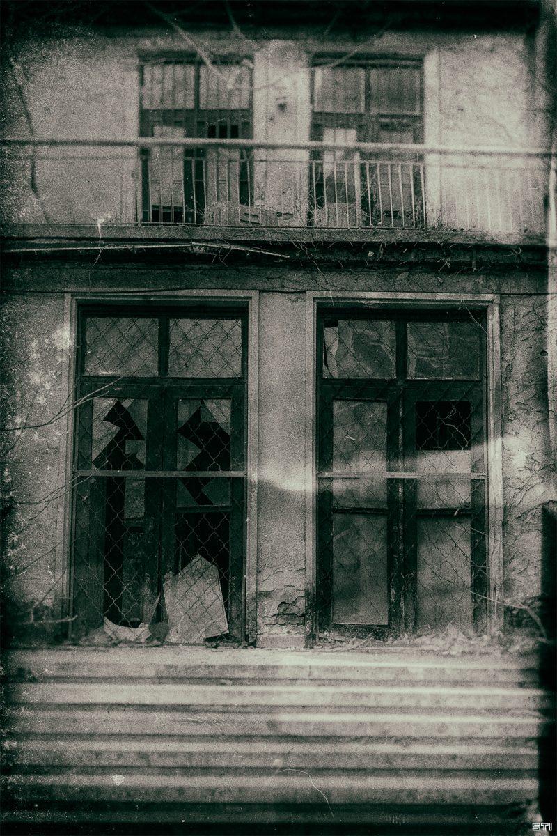 Филмов монохромен ефект на улична фотография във Варна