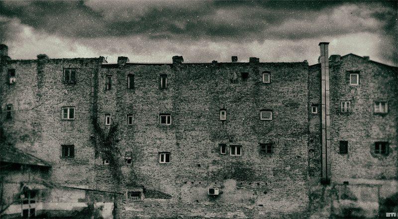 Моно фотография на улици във Варна с филмов ефект