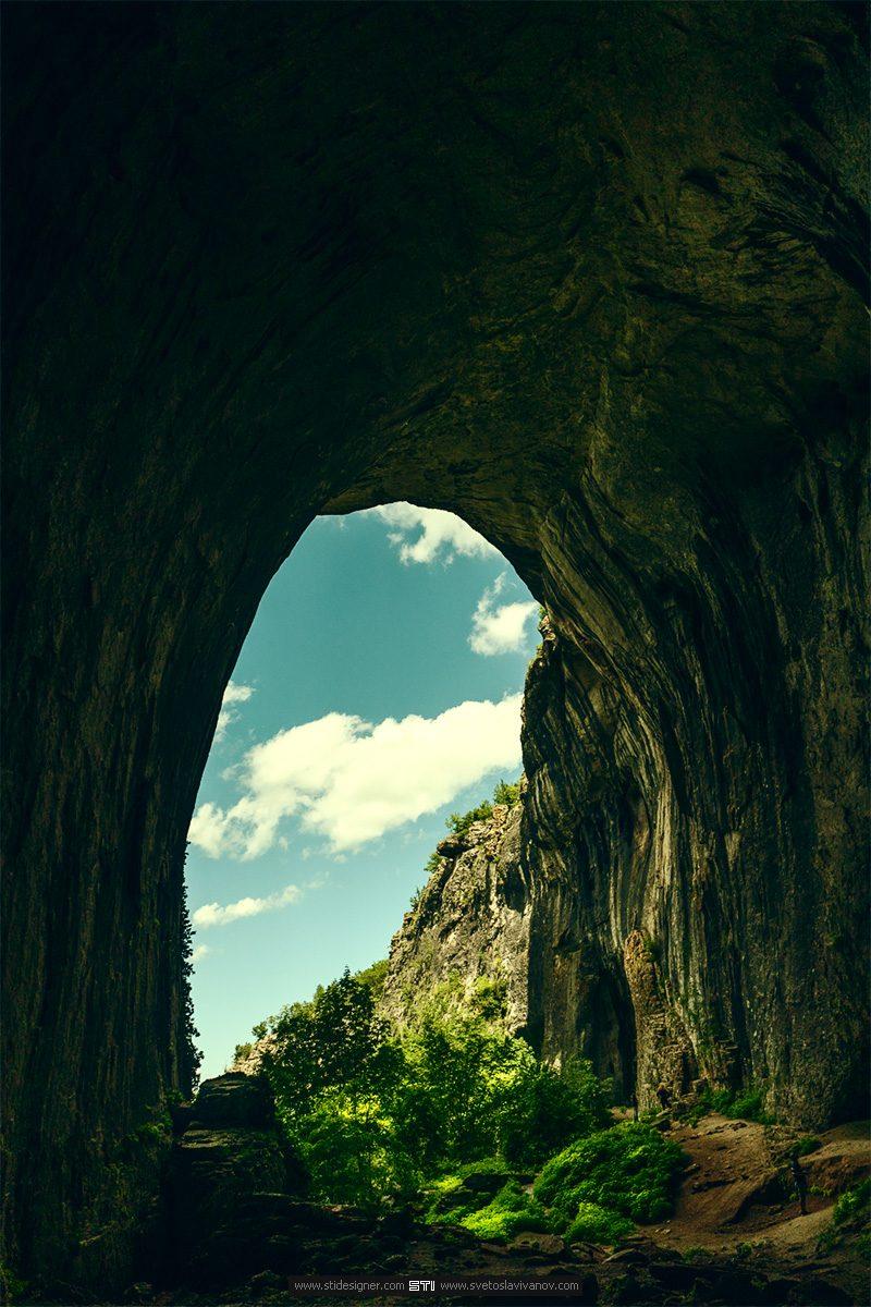 Северният вход на пещера Проходна