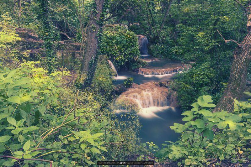 Малките каскади в ниската част на Крушунските Водопади в село Крушуна