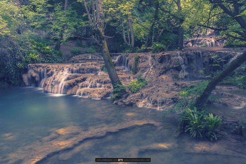 терасовидната каскада между Приказното и Омагьосаното езеро на Крушунските Водопади в село Крушуна